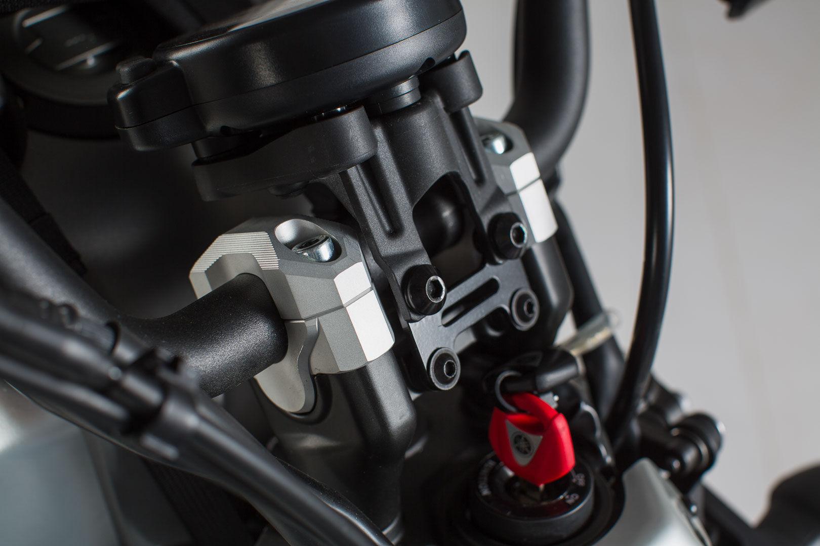 SW-Motech Elevador de manillar - h=20 mm. Negro. Yamaha XSR 700 (16-). Negro